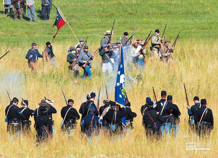 美國賓州蓋茨堡鎮曾重現南北戰爭中蓋茨堡戰役的情景。(新華社資料照片)
