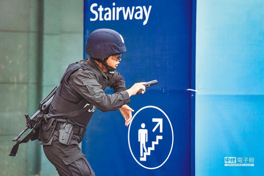 大陸公安系統「第24屆手槍實用射擊比賽暨第二屆世界警察手槍射擊選拔賽」上的選手。(圖:陳驥旻、景國民)