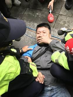 新北》侯友宜蘇貞昌辯論登場 自稱鴻海員工到場抗議