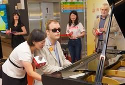 全盲鋼琴天才德瑞克 來台分享音樂治療