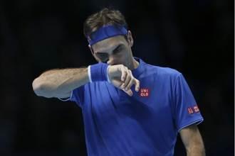 ATP年終賽》被吹違規又輸球 費德勒首戰灰頭土臉