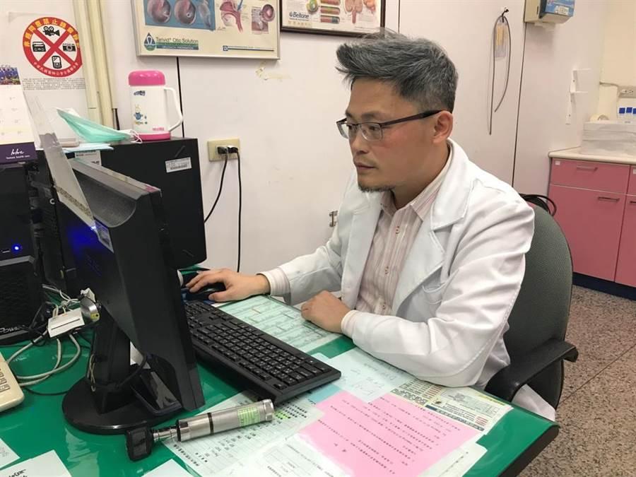 大甲李綜合醫院耳鼻喉科周英樑醫師提醒,家中有臥病在床的長輩,要隨時注意衛生習慣。(陳淑娥翻攝)