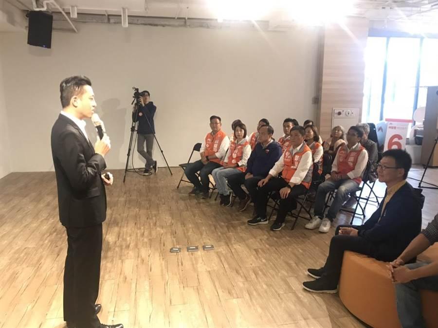 新竹市長候選人林智堅12日提出「教育扎根計畫政策」,提供給下1代更好的教育學習環境以及知識的遊樂地。(陳育賢攝)