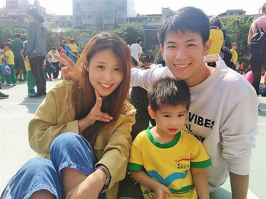 永慶房屋陳願有(右)年僅35歲,月薪超過6位數,並在台北市中心買房,幸福成家。(圖/永慶房屋 提供)