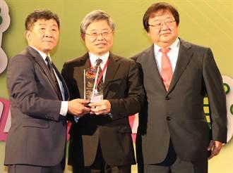 守護偏鄉民眾健康 媽祖醫院院長吳錫金獲台灣醫療典範獎
