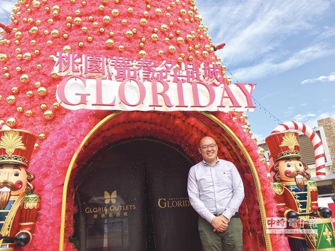 華泰集團副董陳炯福對台灣outlet市場發展大有信心,今年耶誕斥次近千萬打造華麗耶誕樹。圖/李麗滿