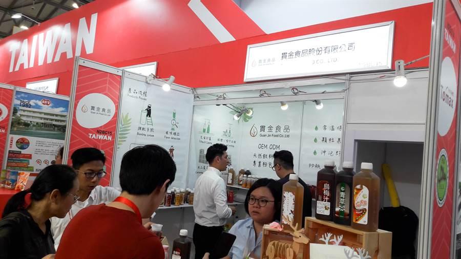 上海秋季國際食品展13日開展,台灣館人潮不斷,貫金食品健康天然飲品獲大陸買主青睞。(圖/貿協提供)