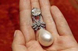 瑪麗王后項墜200年未公開, 11億天價賣出