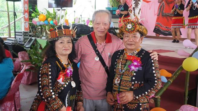 牡丹鄉四林部落最早受認證的合格祖語老師曾得榮(右),年底將參選鄉民代表。(謝佳潾攝)