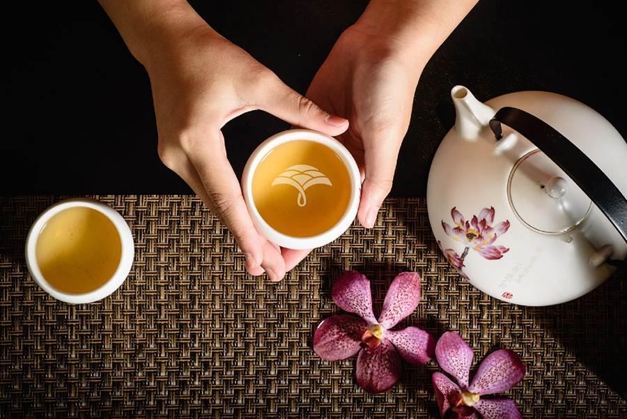 福容大飯店致力推廣奉茶文化。(福容大飯店提供)