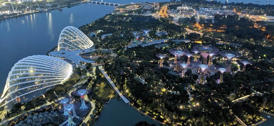 使用 Pixel 2 的夜視模式所拍攝的新加坡夜景。(圖/翻攝Google Blog)
