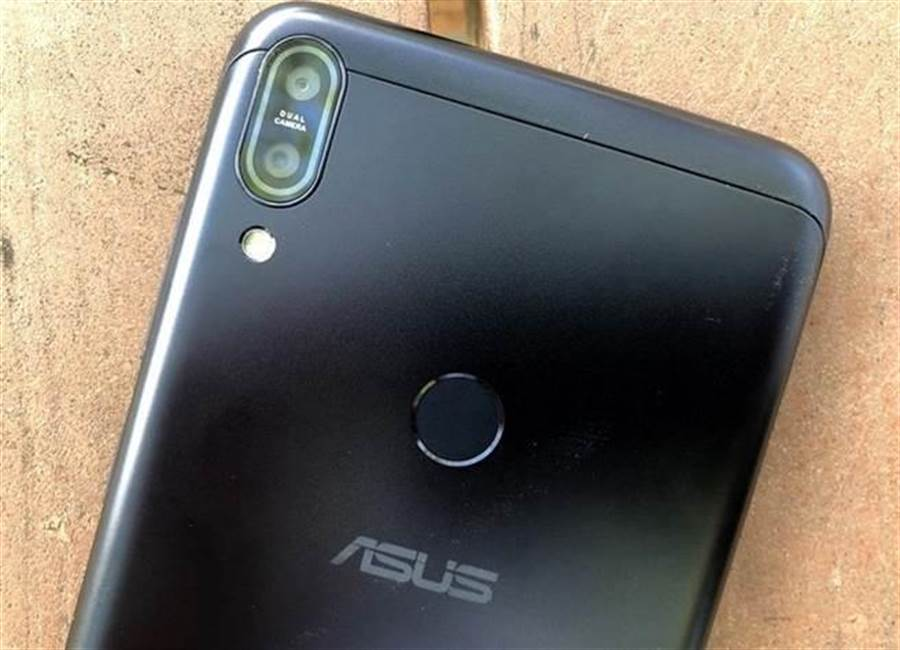 ZenFone Max Pro宇宙黑款式主相機。(圖/黃慧雯攝)