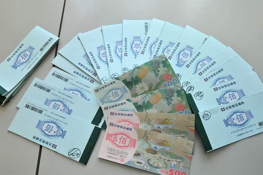 金門地檢署舉辦反賄選抽獎活動,只要填寫明信片就有機會拿到ipad2和禮券。(李金生攝)
