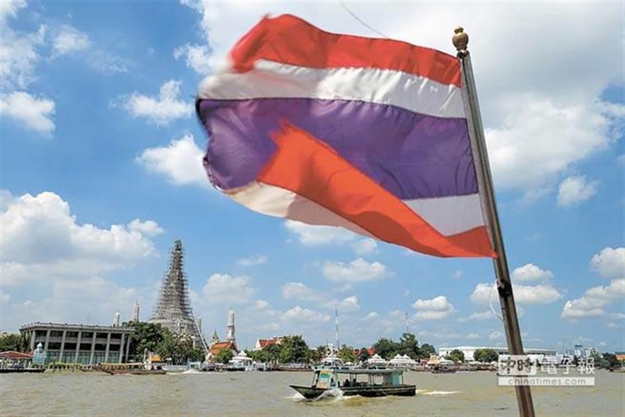 泰國內政部在12日正式公佈,自今(15)日起至2019年1月13日,針對包括台灣等21個可申請落地簽的國家,實施免收落地簽證費用2000泰銖。(黃世麒攝)