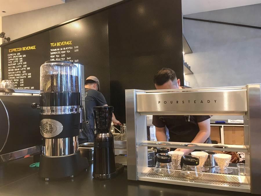 咖啡瑪榭為百貨首號店引進3D手沖咖啡機/圖/李麗滿