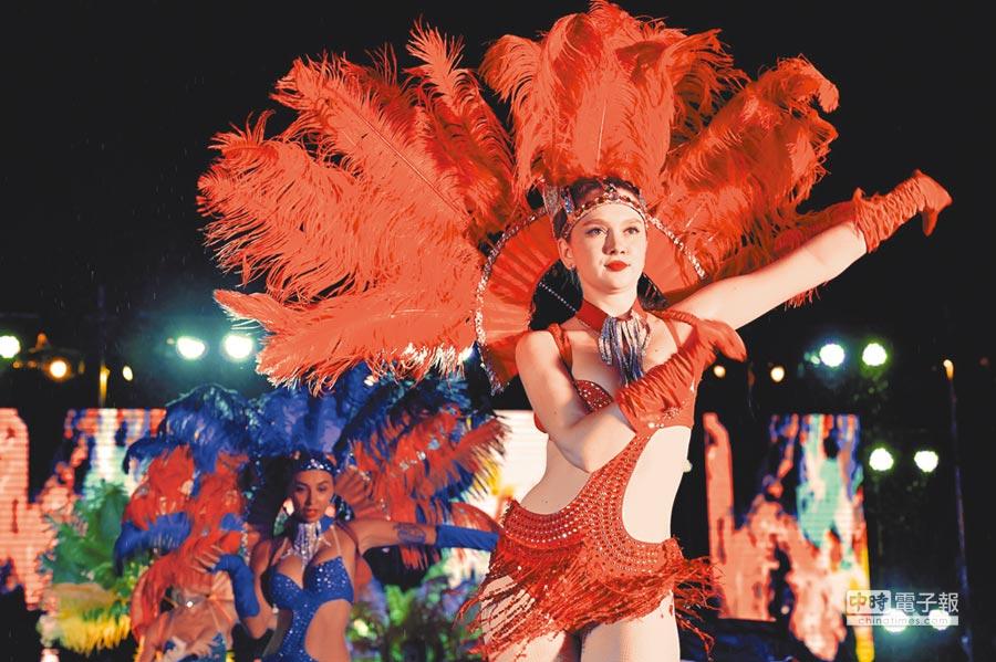 2017年7月8日晚,深圳東部華僑城辦狂歡節,圖為巴西熱辣森巴舞表演。(中新社)