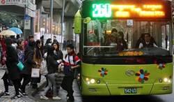 公車一次來3台太狂?「蟑螂車」靠數學邏輯解答了