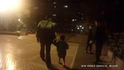 影》單親6歲童深夜啼哭  鄰居說故事安撫報警攀牆救人