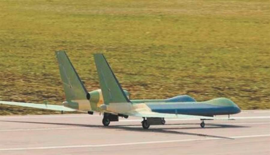 美國商業衛星照顯示,解放軍空軍神雕無人機進駐新疆馬蘭基地,可能已經服役,圖為神雕的資料照。(網路)