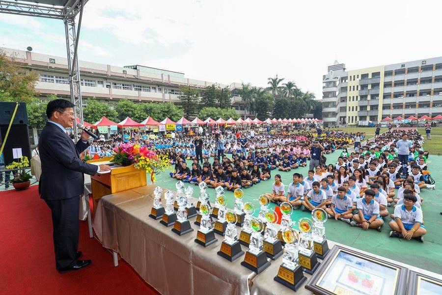 台中市長林佳龍出席西苑高中48周年校慶活動。(盧金足攝)