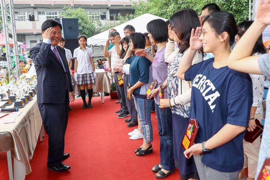 台中市長林佳龍表示,西苑高中的學生在各方面的表現都十分耀眼,允文允武。(盧金足攝)