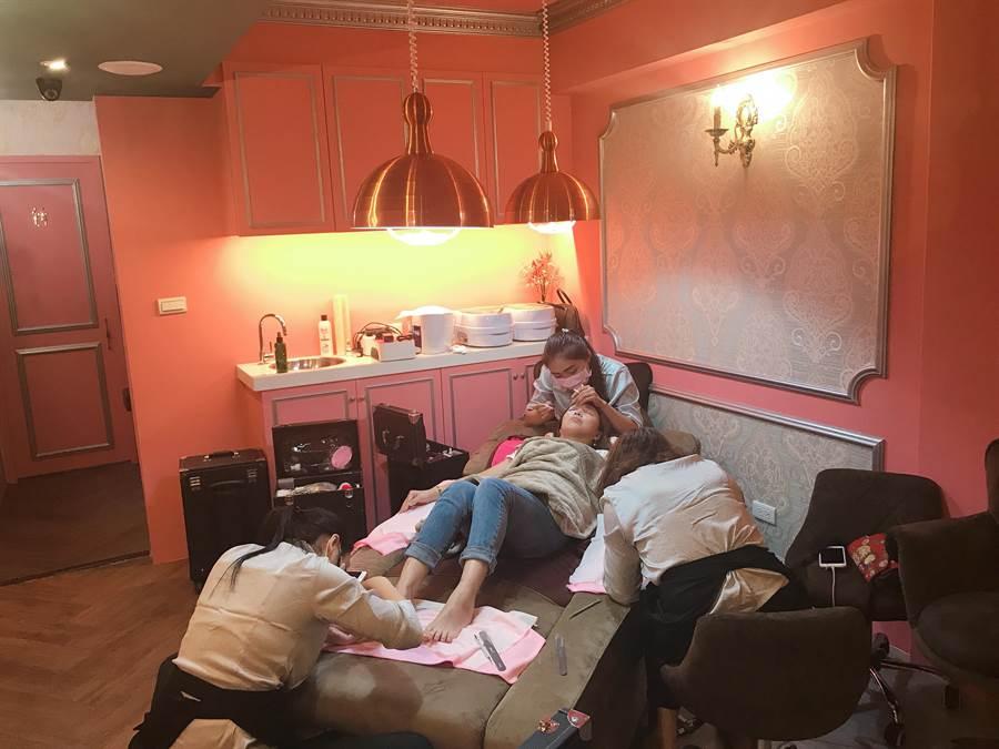 米妃特國際美甲美睫擁有舒適的空間,全躺平享受多種美手、美腳、甚至還可以加入美睫服務