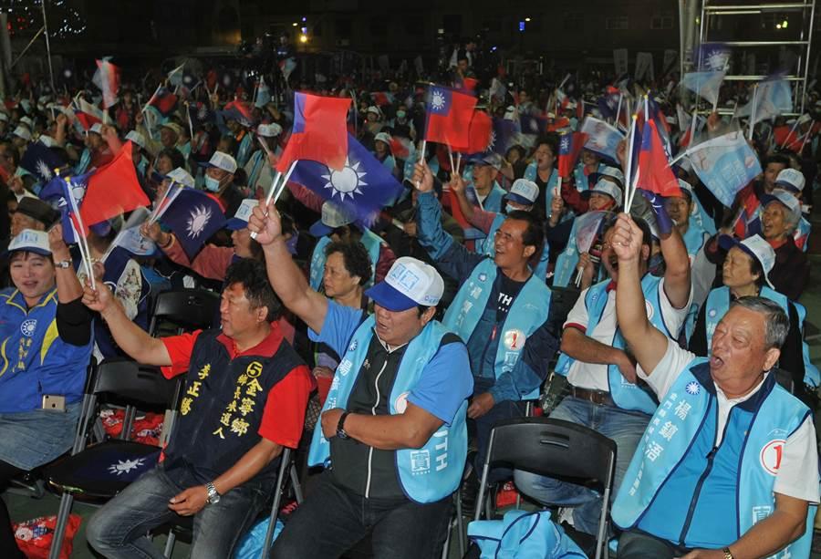 楊針頭浯今晚造勢現場支持者逾2500人,十分熱鬧!