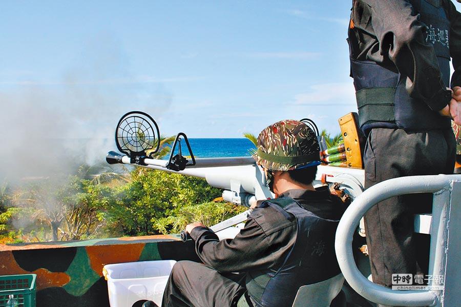 南海太平島環島海域火炮訓練時間落在九合一選舉前,時間敏感。圖為太平島實彈射擊畫面。(林郁方辦公室提供)
