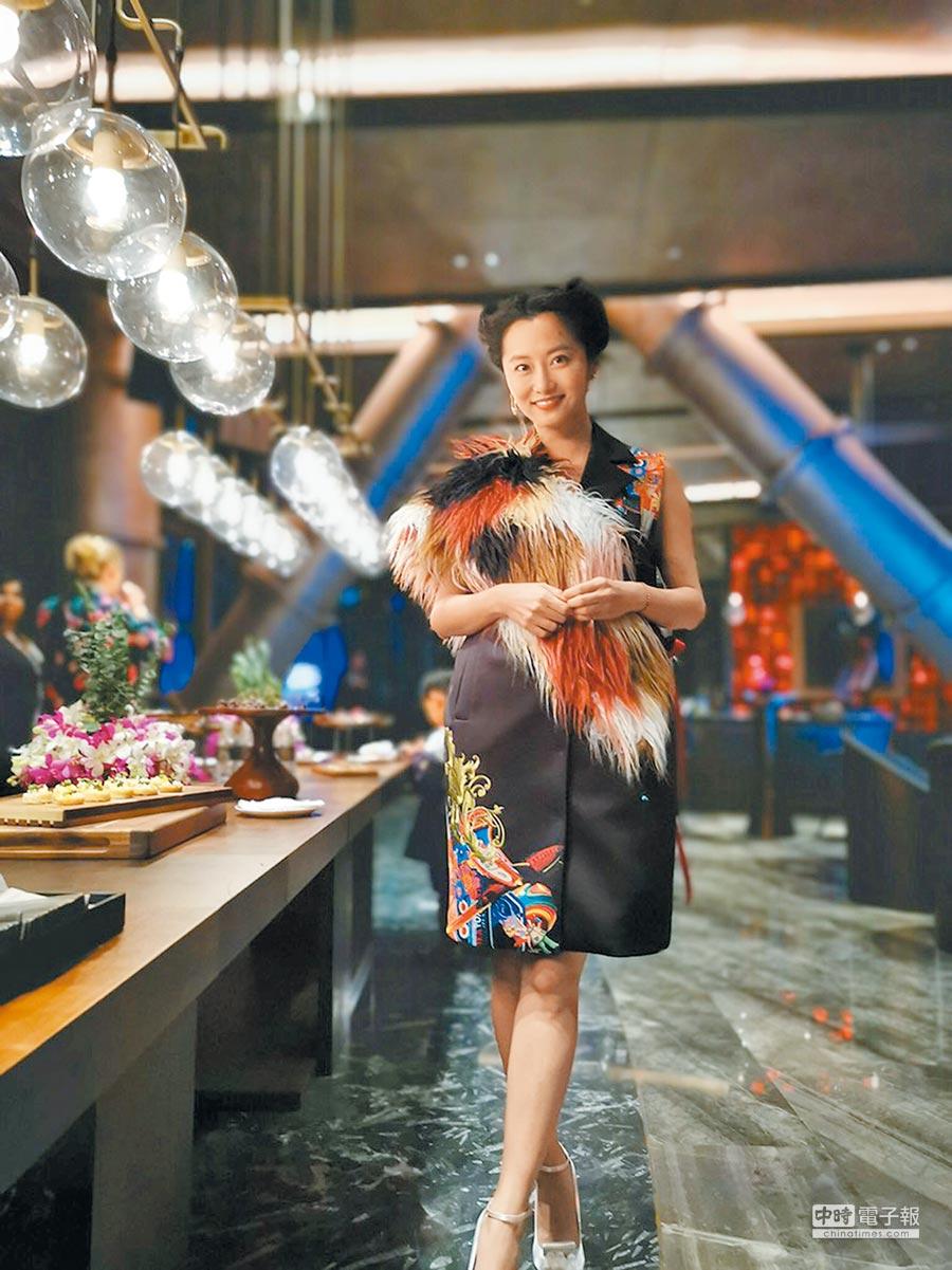 趙小僑昨穿中國風造型出席開幕晚宴。(洪秀瑛攝)