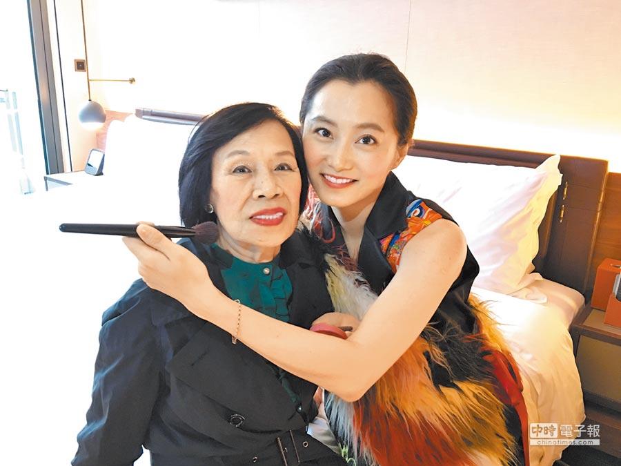 趙小僑(右)婆媳情同母女。(洪秀瑛攝)