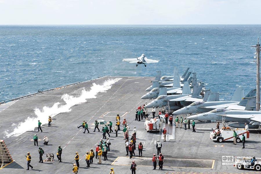 美國航母史坦尼斯號艦上「超級大黃蜂」戰機F/A-18F演練情形。(取自美國海軍官網)