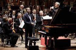 兩大音樂國寶掌舵者 帕帕諾讓交響樂歌唱