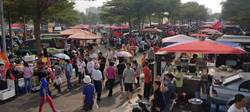 高雄》韓鳳山晚會成超夯市集 攤商賣翻轉香腸、番茄搶商機