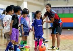 余秀菁、王湘惠足球教室 家長提問很實在