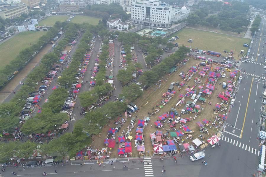 九合一選舉「超級星期六」熱鬧滾滾,韓國瑜今晚將在鳳山舉辦造勢晚會。(李俊毅攝)
