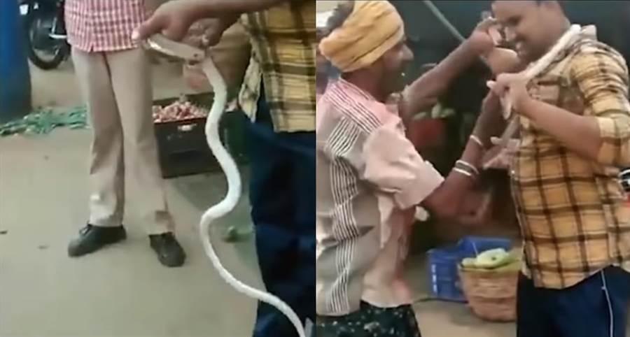 恐怖! 徒手抓蛇只為嚇唬朋友 他轉頭下秒慘被咬死(圖/翻攝自影片)
