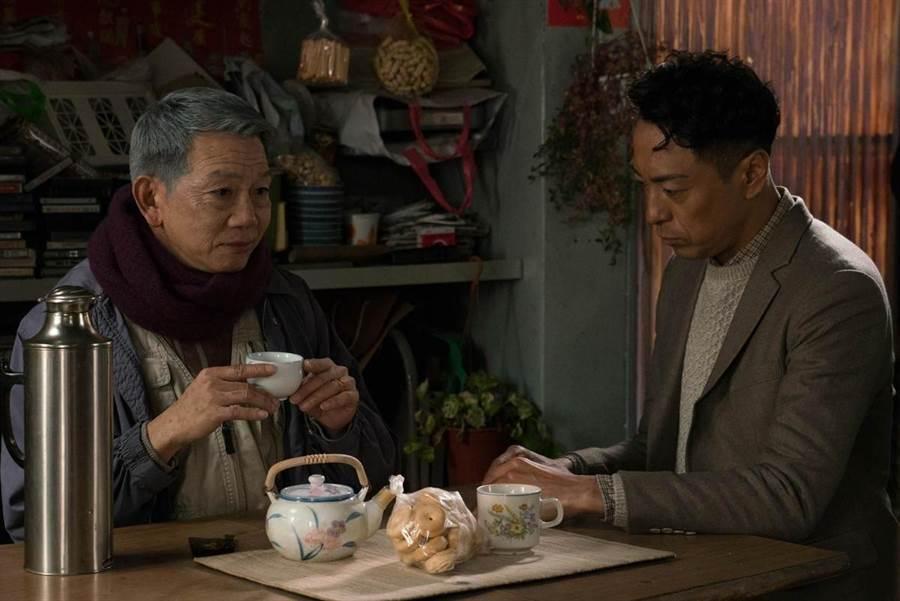 54歲的袁富華(左)入行20多年,終憑電影《翠絲》中「打鈴哥」獲得金馬獎男配角。(圖/金馬執委會提供)