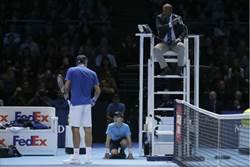 網球》被球童害慘了 費德勒擦身第100冠
