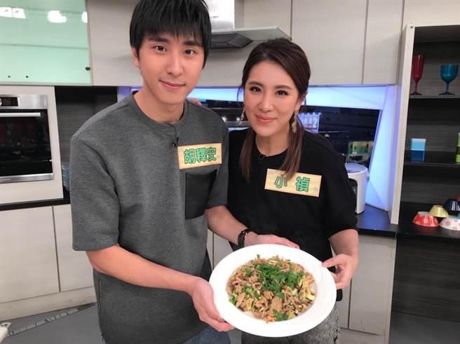 小禎與弟弟胡釋安一起上節目。(圖片提供:三立)