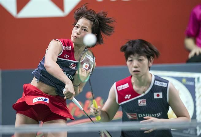 日本羽球女雙組合福島由紀(左)、廣田彩花(右)在香港公開賽奪冠。(資料照/美聯社)