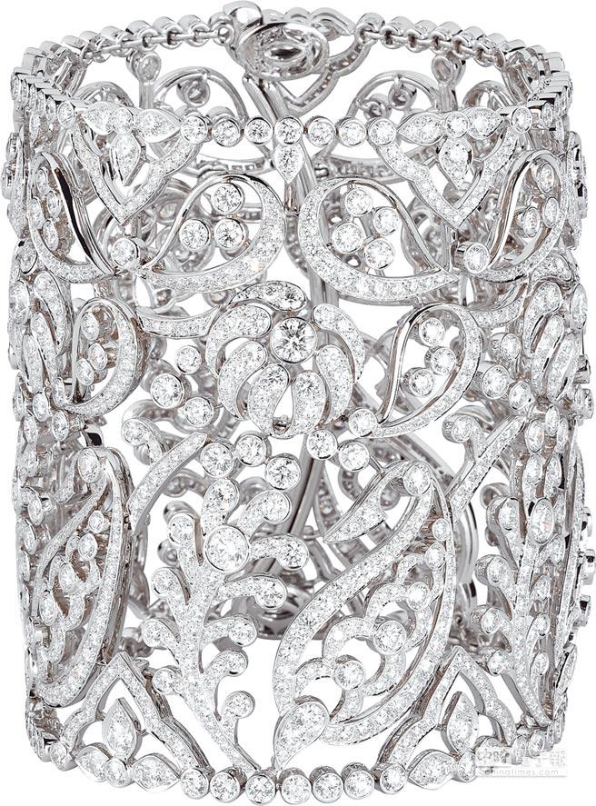 CARTIER頂級珠寶系列鑽石花環手環,鉑金底座,鑲嵌圓形明亮式切割鑽石,約2070萬元。(CARTIER提供)