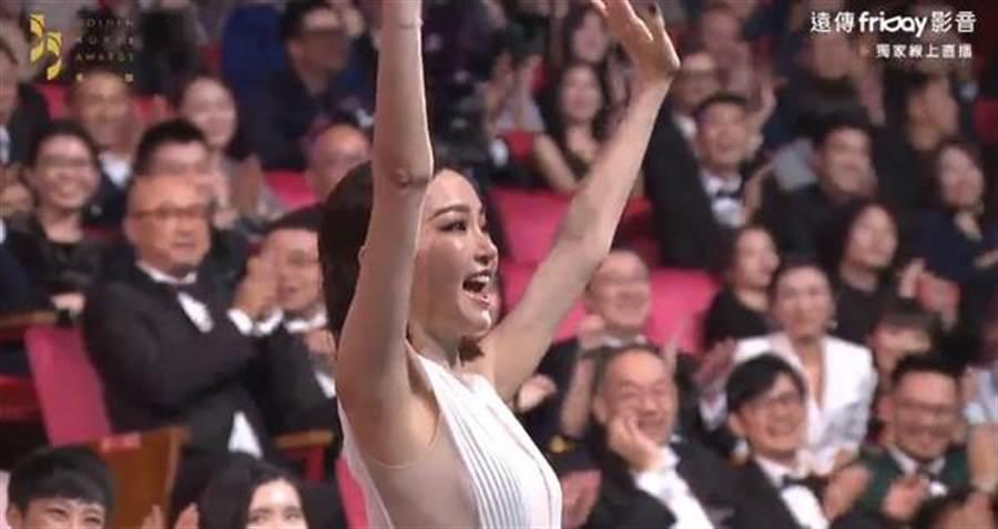 劉德華頒獎時也cue了謝金燕,讓謝金燕從座位跳起來感謝粉絲。(圖/翻攝自youtube)