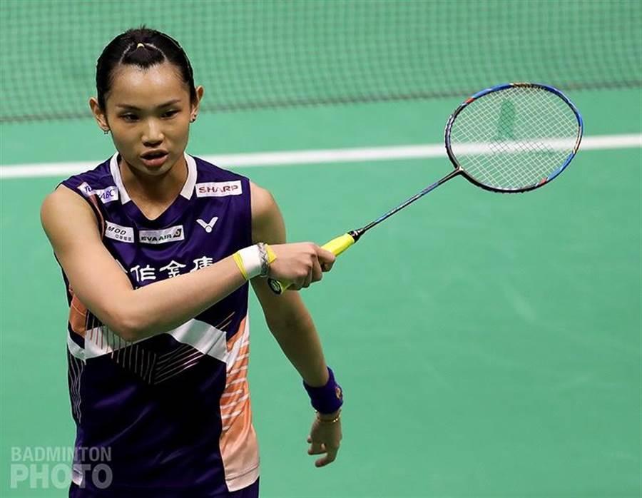 戴資穎在香港公開賽女單4強,因腹部拉傷比賽中途退賽。(Badminton Photo提供)