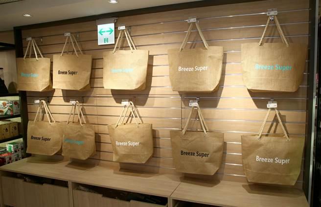 22日至28日單筆滿5000元,送來店禮「微風超市購物袋」,限量500份。(粘耿豪攝)