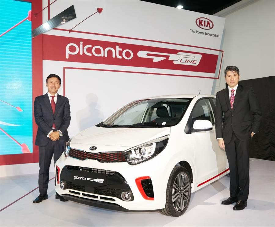 起亞汽車集團亞太區總裁Steve Lee (左)與森那美起亞總裁史貴能(右)一同為KIA Picanto GT-Line揭幕。圖/業者提供