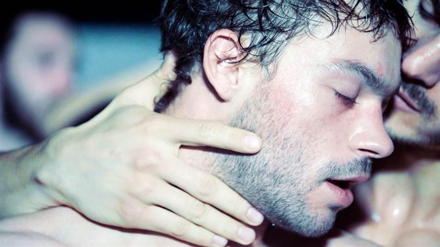 馬利托演出《野放動物》的男男性愛戲相當重口味,全裸上陣毫不扭捏。海鵬提供
