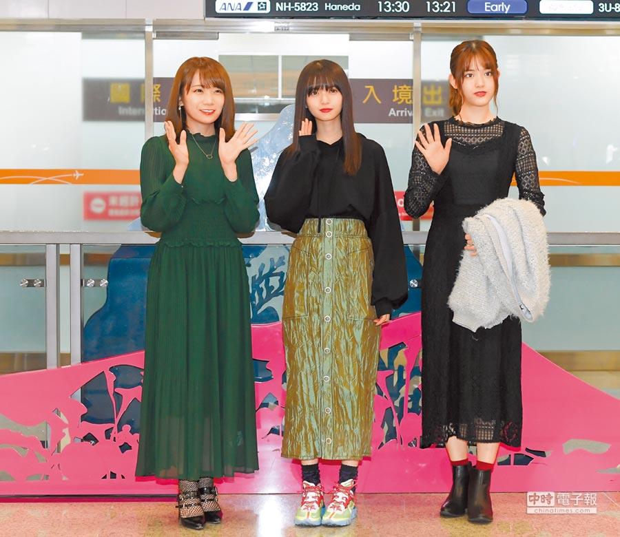 乃木坂46成員秋元真夏(左起)、齋藤飛鳥、松村沙友理宣布明年1月小巨蛋開唱。(盧禕祺攝)