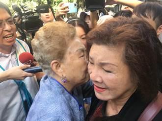 台北》最強爸媽二缺一!柯媽獨撐大局跟抗議者說悄悄話