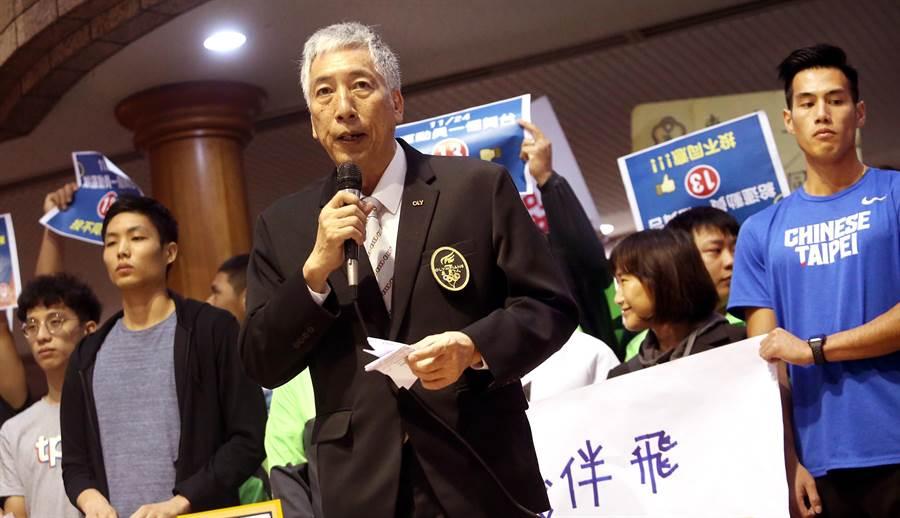 奧運人協會祕書長杜台興(中)呼籲民眾傾聽運動員的心聲,不要讓運動員失去國際舞台。(范揚光攝)