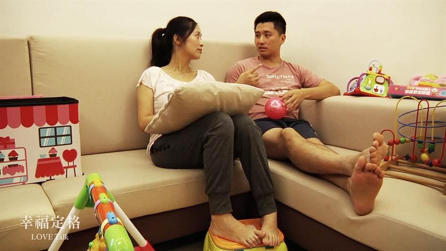紀錄片導演沈可尚透過紀錄夫妻對話,探究婚姻本質:如果婚姻是一年簽一次約,你會繼續續約嗎?(CNEX提供)